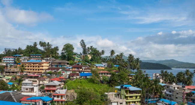 Port Blair city top view, a small island town in Southeast Asia. Coastal Indian city city. Andaman and Nicobar Islands. Фото diy13@ya.ru - Depositphotos