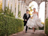 Клуб путешествий Павла Аксенова. One&Only Resorts. Lifestyle asian wedding couple running cloisters