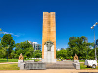King George V Monument at Kings Domain parklands in Melbourne, Australia. Фото Leonid_Andronov - Depositphotos
