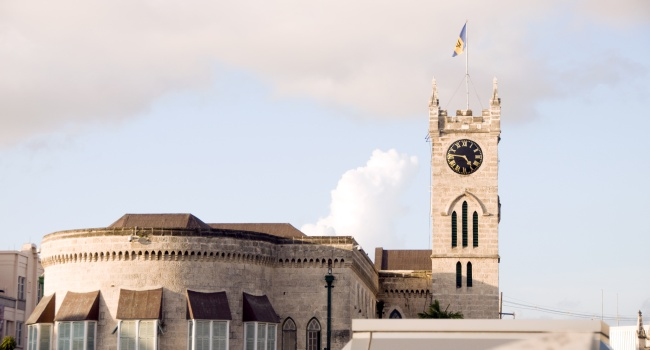 Клуб путешествий Павла Аксенова. Барбадос. Parliament building Gothic architecture flag Bridgetown Barbados. Фото Robert Lerich - Depositphotos