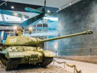 Белоруссия. Город-герой Минск. Soviet russian heavy tank IS-2 In The Belarusian Museum Of The Great Patriotic War. Фото Ryhor - Depositphotos