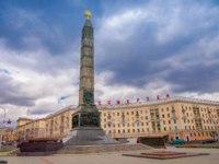 Минск. Monument with eternal flame in honor of victory of Soviet army soldiers in great Patriotic War. Victory Square-Symbol Belarusian Capital. Фото pxhidalgo-Deposit