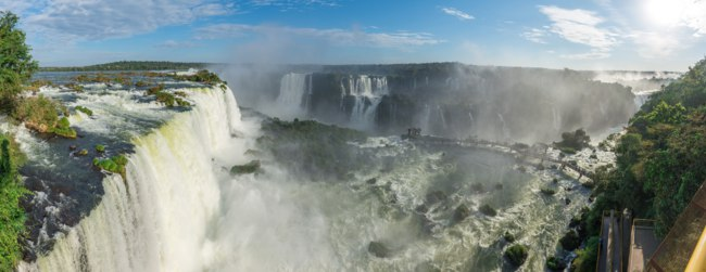 Клуб путешествий П. Аксенова. Бразилия-Аргентина. Водопады Игуасу. Iguassu Falls, South America. Border of Argentina and Brazil. Фото Junot-Depositphotos