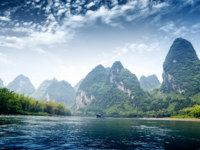 Китай. Горы Гуйлинь. Beautiful Yu Long river Karst mountain landscape in Yangshuo Guilin, China. Фото Liufuyu - Depositphotos