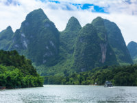 Китай. Горы Гуйлинь. Beautiful Yu Long river Karst mountain landscape in Yangshuo Guilin, China. Фото markpittimages.gmail.com - Depositphotos