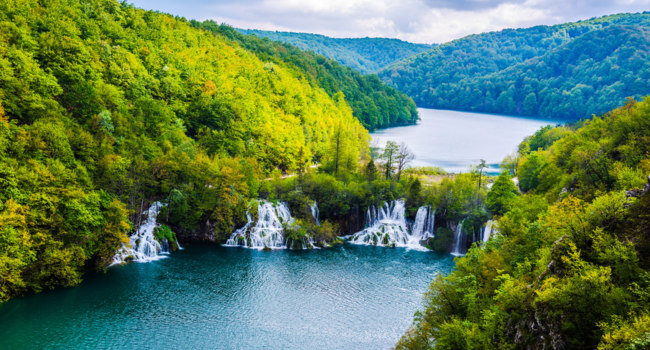Клуб путешествий Павла Аксенова. Хорватия. Waterfalls in National Park Plitvice Lakes. Croatia. Фото Taromon - Depositphotos