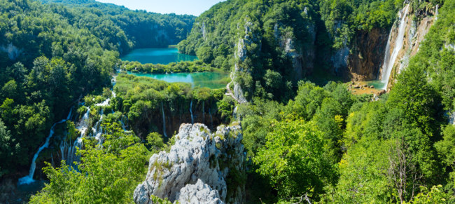 Клуб путешествий Павла Аксенова. Хорватия. Plitvice Lakes National Park (Croatia) panorama. Фото wildman - Depositphotos