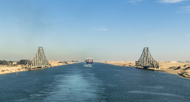 Египет. Суэцкий канал. Suez Canal, Egypt. El Ferdan Railway Bridge, the longest swing bridge in the world. Фото Markeliz - Depositphotos