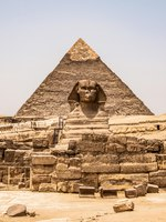 Египет. Гиза. Большой сфинкс. Egyptian Great Sphinx full body portrait head,with pyramids of Giza background Egypt empty with nobody. Фото donogl-Deposit