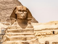 Египет. Пирамиды Гизы. Egyptian Great Sphinx full body portrait head,with pyramids of Giza background Egypt empty with nobody