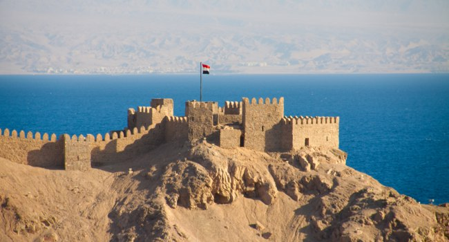 Клуб Павла Аксенова. Египет. Таба. Salah El Din Castle on Farun island in the Gulf of Aqaba,Red Sea,Taba,Egypt. Фото smilingsunray - Depositphotos