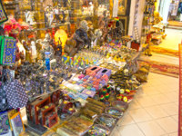 Египет. Синай. Курорт Шарм-эль-Шейх. The local gift shop in Egyptian souvenir shop at Sharm El Sheikh. Фото Marina113 - Depositphotos