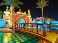 Египет. Синай. Курорт Шарм-эль-Шейх. The garden of Fantasia Palace, Sharm El Sheikh, Egypt. Фото efesenko - Depositphotos