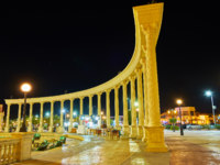 Египет. Синай. Курорт Шарм-эль-Шейх. The square with colonnade in Sharm El Sheikh, Egypt. Фото efesenko - Depositphotos