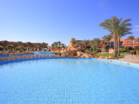 Клуб путешествий Павла Аксенова. Египет. Синай. Шарм-эль-Шейх. Pool and hotel at resort in Sharm El Sheikh in Egypt. Фото Viktor4ik - Depositphotos