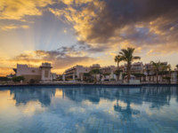 Египет. Синай. Шарм-эль-Шейх. View of the hotel with swimming pool in Sharm el-Sheikh. Egypt. Фото Anton_Petrus - Depositphotos