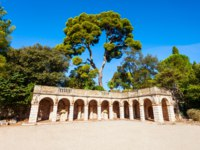 Лазурный Берег Франции. Ницца. Roman ruins in the Colline du Chateau park in Nice city in France. Фото saiko3p - Depositphotos