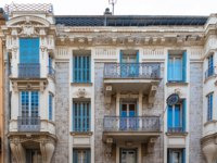 Лазурный Берег Франции. Архитектура Ниццы. Nice, ancient building, typical facade in the old town, French Riviera. Фото pascalegueret - Depositphotos