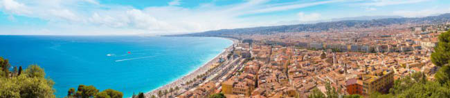 Panoramic view of beach in Nice. Фото bloodua - Depositphotos