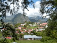 Заморские территории Франции. Остров Реюньон. The village of Hell Bourg on the mountains of La Reunion island, France. Фото Fotoember - Depositphotos