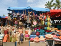 Заморские территории Франции. Остров Реюньон. People selling and buying craft at the market of Saint Gilles on La Reunion island. Фото Fotoember-Depositpho