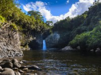 Заморские территории Франции. Остров Реюньон. Waterfall of Bassin La Mer at Reunion Island during a sunny day. Фото fontaineg974-Depositphotos