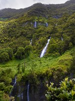 Заморские территории Франции. Остров Реюньон. Waterfal called Le Voile de La Mariee, Salazie, Reunion Island. Фото fontaineg974-Depositphotos