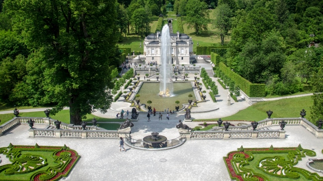 Клуб Павла Аксенова. Германия. Бавария. Linderhof Palace is a Schloss in Germany, in southwest Bavaria near Ettal Abbey. Фото Till983 - Depositphotos