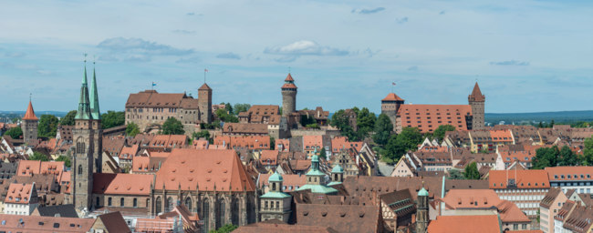 Германия. Бавария. Нюрнберг. Panorama of the castle of Nuremberg and Sebaldus church on a sunny day. Фото Asvolas - Depositphotos