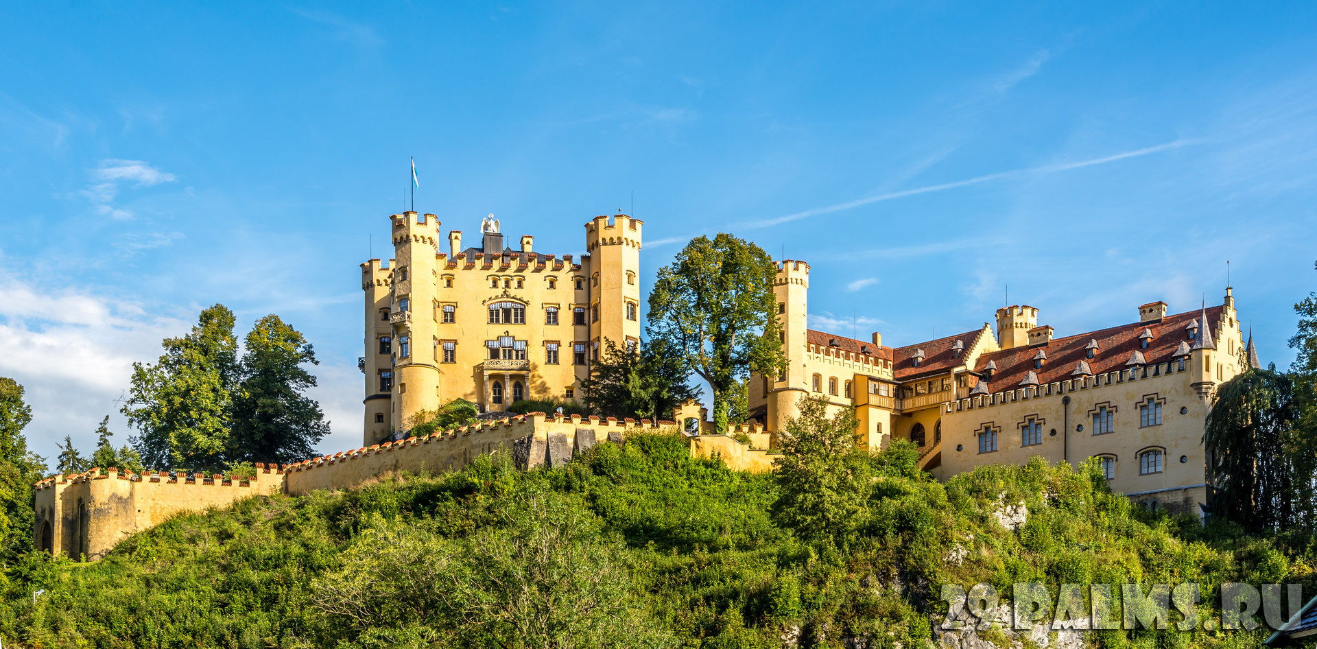 Клуб Павла Аксенова. Германия. Бавария. Замок Хоэншвангау. Hohenschwangau childhood residence of King Ludwig II of Bavaria. Фото milosk50 - Depositphotos