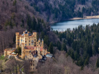 Клуб Павла Аксенова. Германия. Бавария. Замок Хоэншвангау. Landscape with castle of Hohenschwangau in Germany. Фото DmitryRukhlenko - Depositphotos