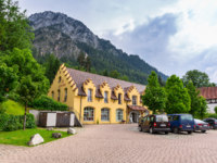 Германия. Бавария. Швангау. Schwangau - Tourist village at historic German landmark near Neuschwanstein castle. Фото Patryk_Kosmider - Depositphotos