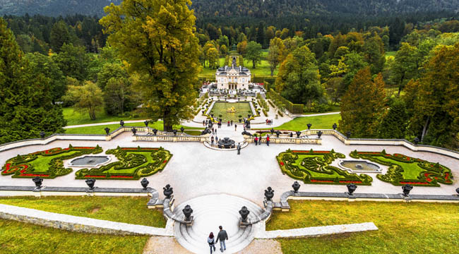 Клуб путешествий Павла Аксенова. Германия. Бавария. Замок Линдерхоф. Linderhof Palace - Schloss in Germany. Фото yorgy67 - Depositphotos