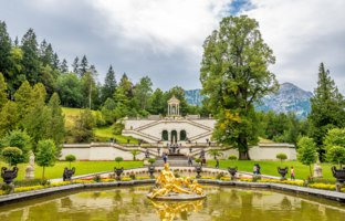 Linderhof Palace is a Schloss in Germany, in southwest Bavaria. Smallest of the three palaces built by King Ludwig II of Bavaria. Фото milosk50-Deposits