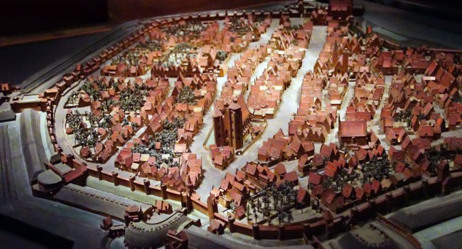 Германия. Мюнхен. Model of the city, 16th century, Bavarian National Museum, Munich. Фото cascoly - Depositphotos