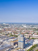 Германия. Бавария. Мюнхен. Munich industrial part including BMW main Office Building and BMW. Фото dimamorgan12 - Depositphotos