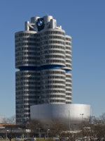 Клуб путешествий Павла Аксенова. Германия. Бавария. Мюнхен. BMW Building in Munich. Фото faabi - Depositphotos