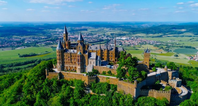 Германия. Баден-Вюртемберг. Замок Гогенцоллерн. Aerial view of famous Hohenzollern Castle, Germany. Фото Alexandra Lande - Depositphotos
