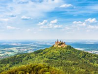 Landscape with Hohenzollern Castle. This fairytale castle is a famous landmark near Stuttgart. Scenic panorama of mount Burg Hohenzollern. Фото scaliger-Deposit
