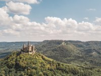 Германия. Баден-Вюртемберг. Замок Гогенцоллерн. Aerial view of Hohenzollern castle, famous tourist place in Germany. Фото a_medvedkov - Depositphotos
