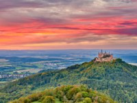 Германия. Баден-Вюртемберг. Замок Гогенцоллерн. Hilltop Hohenzollern Castle on mountain top in Swabian Alps, Baden-Wurttemberg. Фото haveseen-Deposit