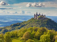 Германия. Баден-Вюртемберг. Замок Гогенцоллерн. Hilltop Hohenzollern Castle on mountain top in Swabian Alps, Baden-Wurttemberg. Фото pandionhiatus3-Deposit