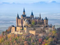 Германия. Баден-Вюртемберг. Замок Гогенцоллерн. Hohenzollern Castle in the autumn, Baden-Wurttemberg, Germany. Фото bbsferrari - Depositphotos
