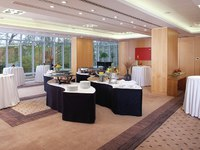 Клуб путешествий Павла АксеновJumeirah Carlton Tower - Lunch buffet in The Garden Rooms with round tables