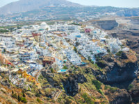 Клуб путешествий Павла Аксенова. Греция. Остров Санторини. Beautiful view of Fira. Фото d.travnikov - Depositphotos