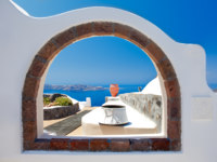 Клуб путешествий Павла Аксенова. Греция. Остров Санторини. Santorini. Window to Paradise. Фото Ben Goode - Depositphotos