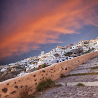 Клуб путешествий Павла Аксенова. Греция. Остров Санторини. Sunset in Oia Santorini. Фото sophie bengtsson - Depositphotosl