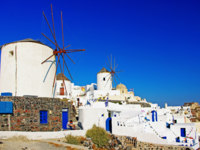 Клуб путешествий Павла Аксенова. Греция. Остров Санторини. Windmills of Oia Santorini. Фото Maugli - Depositphotos