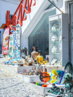 Клуб путешествий Павла Аксенова. Греция. Остров Санторини. Greek shop at Santorini, Greece. Фото d.travnikov - Depositphotos