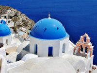 Клуб путешествий Павла Аксенова. Греция. Остров Санторини. Santorini with traditional white-blue domes. Фото Maugli - Depositphotos